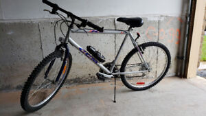 MOUNTAIN BIKE - CCM ICE . Great Condition.