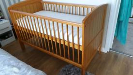 Mamas and papas hayworth cot bed with mattress