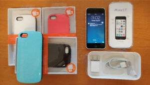 Iphone 5C - White - Telus/Koodo - Perfect condition with 4 cases