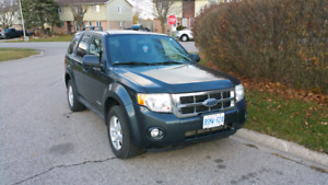 FORD ESCAPE 4x4 2008 SAFETIED $6000 (ONLY 112000 km)
