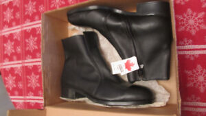 mens steel toe boots size 8.5 new in the box never worn $40 firm