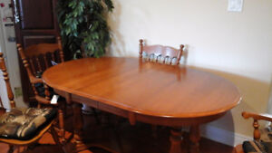 ROXTON DINING ROOM SUITE
