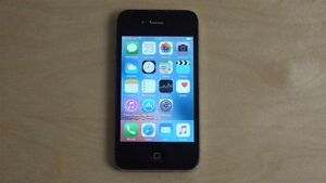 IPhone 4s, 8gb with Rogers/Chat-R