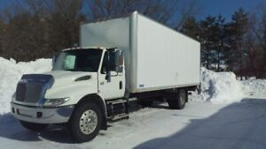 International 4300 , DT466e 24 pieds/ Monte-charge 2500 lbs.