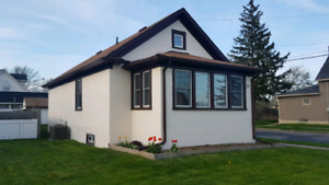 Perfect starter home For Sale in Welland 2 bedroom bungalow