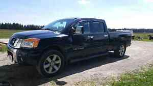 Nissan titan in excellent condition .. no rust at all