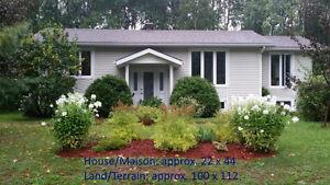 Maison à vendre (négociable) - House for sale (negotiable)