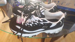Brand New Womans Sketchers D'lites runners-size 11