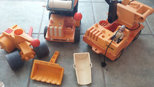 Lot 4 camions 2 figurines Fisher price husky helpers West Island Greater Montréal image 2