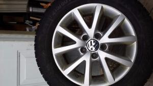 4 pneus hiver cloutés Gislaved 215/60/16 avec mag