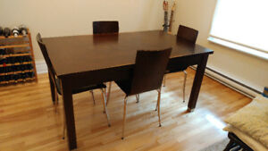 Dining Table & 4 Chairs - Table à manger avec 4 chaises