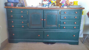 Green base unit with drawers