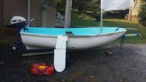 Boston Whaler 9' Squall with 4hp Evinrude engine