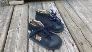 Baby shoes size 19