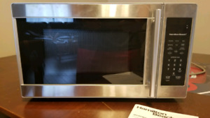 Hamilton Beach Microwave- Practically brand new