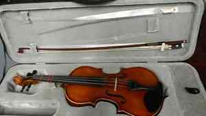 1/2 size violin. With case and bow. Very good condition.