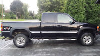 2002 GMC Sierra 2500HD Extended Cab Short Box 4X4 with Canopy