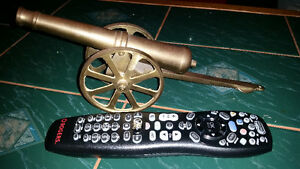 Awesome vintage brass Cannon only $35 see my other ads. ........ London Ontario image 2