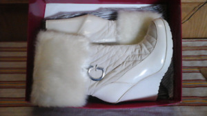 GUESS COLLECTION SNOW BUNNY BOOTS SZ9