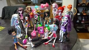 Lot de poupées Monster High