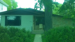 3+ bedroom modern house in St.Boniface with garage -Aug.1