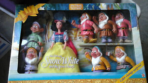 Rare Mattel Snow White and the 7 dwarfs dolls