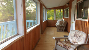 2 Bedroom Cottage with a Screened Porch