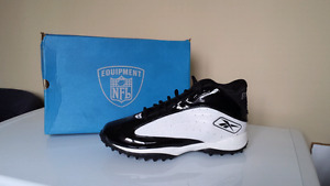 """NFL OUTSIDESPEED MID QUAG "" size 14 (US) football cleats."