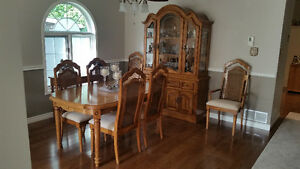 BEAUTIFUL SOLID OAK DINING ROOM SUITE Kitchener / Waterloo Kitchener Area image 1