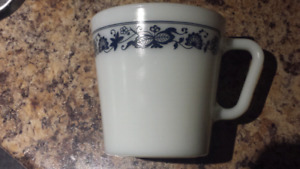 6 Olde Towne Blue Onion Pyrex mugs