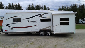 ROCKWOOD ULTRA LITE 28 FT immaculate condition