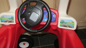Step2 Toddle Tune Coupe - Red  (comme neuf, LIKE NEW) West Island Greater Montréal image 2