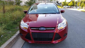 2014 Ford Focus SE Hatchback / Low Mileage / Heated Seats