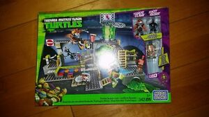 Mega Bloks Teenage Mutant Ninja Turtles Sewer Lair 342 PCS TMNT
