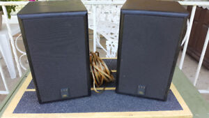 JBL 500 Bookcase Speakers