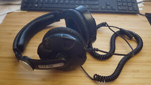 Sennheiser HD215 headphones
