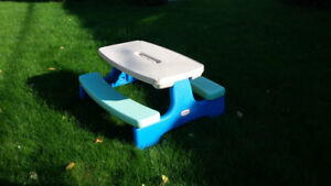Littles Tikes Easy Store Picnic Table