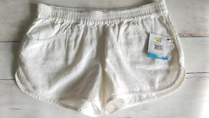 New Volcom women's size M shorts
