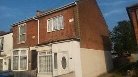 Ensuite and double rooms available in large semi-detatched house