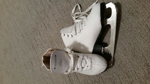 Like new girls figure skates - youth size 11