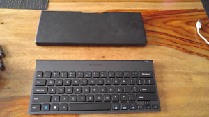 Logitek Bluetooth tablet keyboard