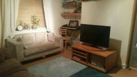 Two spacious bedrooms to share in 3 bedroom flat , walking distance to two underground stations