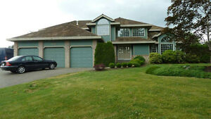 Executive 5 bed / 4 bath on nearly 1 acre estate with tennis crt
