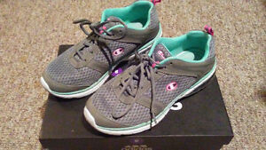 Women's Champion Running Shoes (8.5 US)
