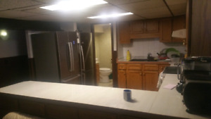 Near DOWNTOWN $880 Available Immediately