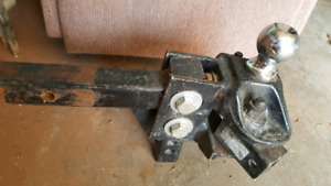 Load leveling trailer hitch