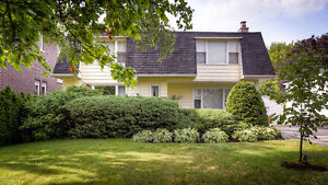 Charming Updated 2-Storey 4 Bedroom House in Best Area of Aurora