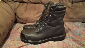 Men's kodiak Insulated work boots steel toe.