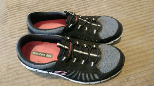 Sketchers flex fit casual sneakers - womens size 8
