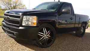 "Sporty!! 11 Chev  Silverado 1500 short  box24"" rims! Financing!"